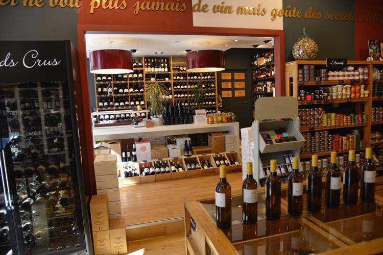 Article sur le beaujolais nouveau avec Frédéric Blanc, La Cave d'or à Lyon